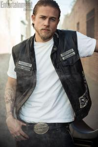Charlie-Hunnam-Entertainment-Weekly-Photoshoot-sons-of-anarchy-32813999-810-1214