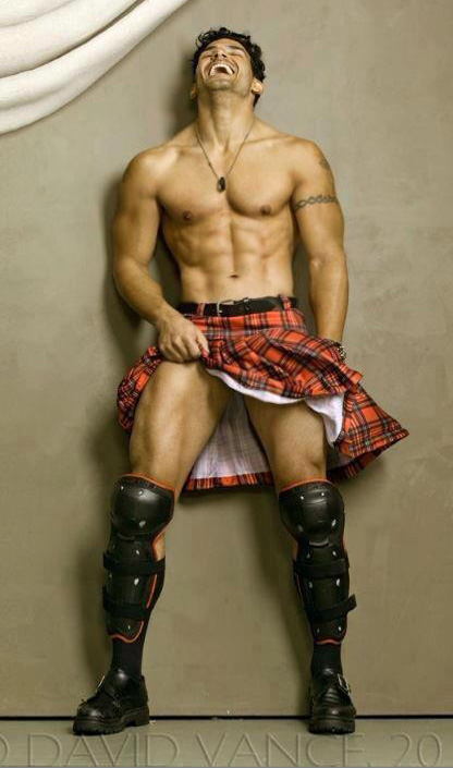 hot_guy_in_a_kilt_by_builtbytallsteve-d6cq7k0
